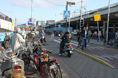 Snorscooter in Amsterdam. Foto: Fietsersbond/Suzanne Brink
