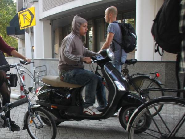 snorscooter op fietspad