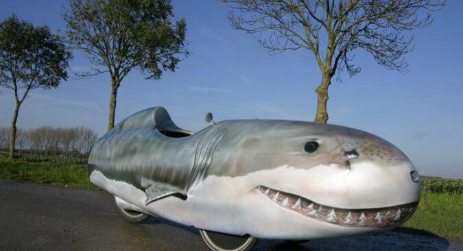 Velomobiel met indrukwekkende haaienprint