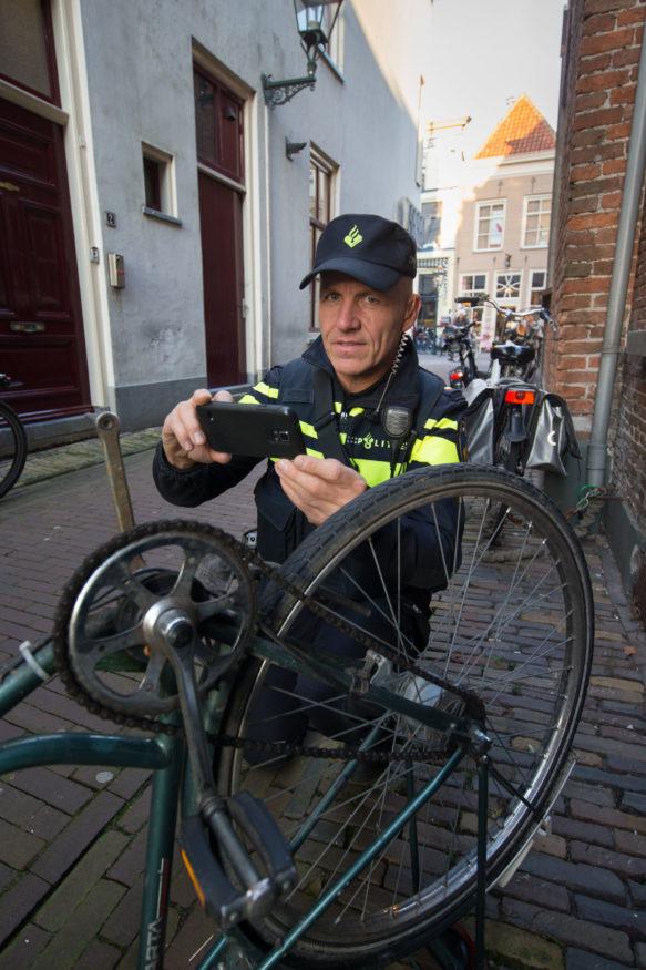 politieagent twitter fiets