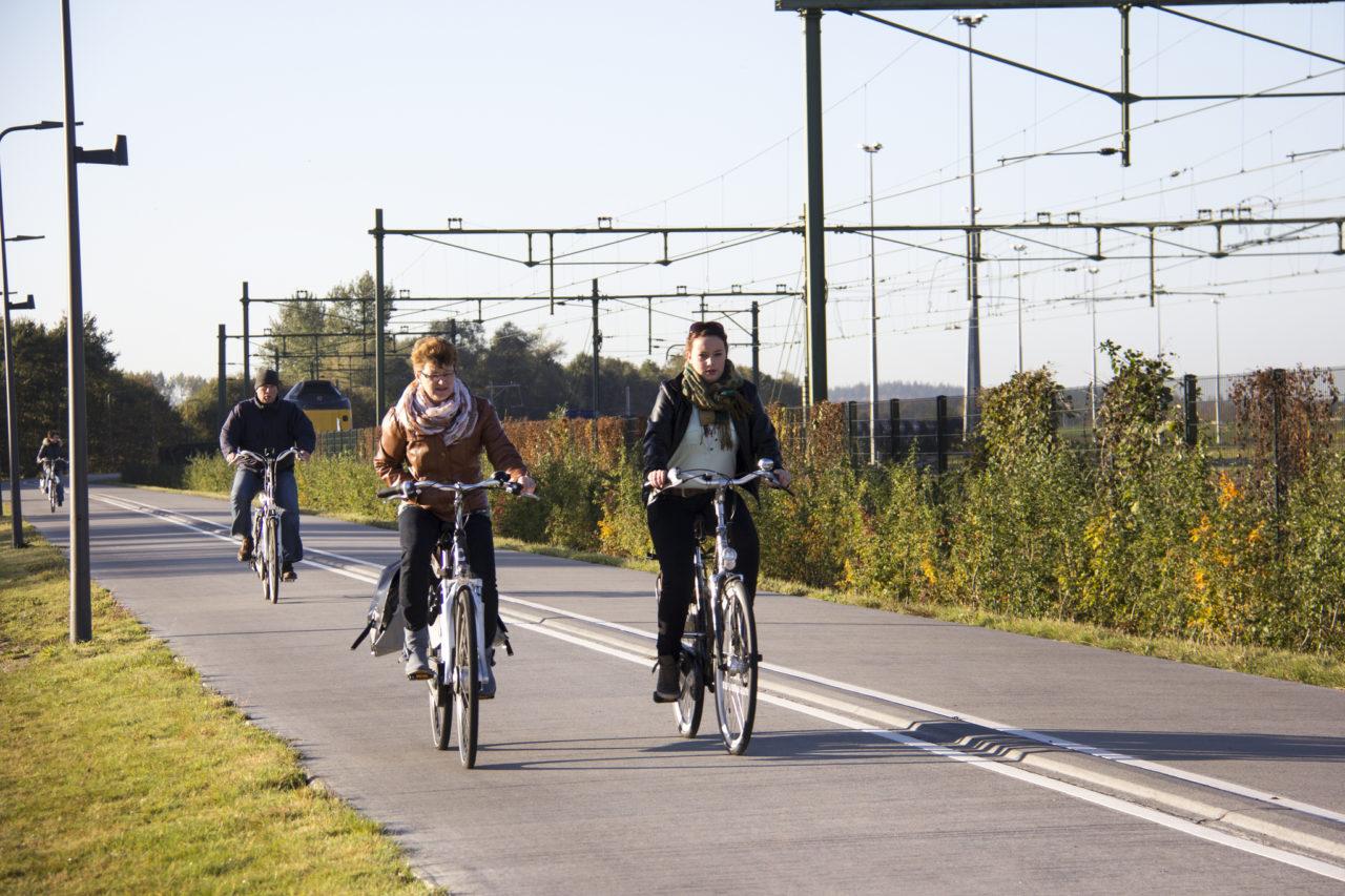 Fietspad naast het spoor in Zwolle