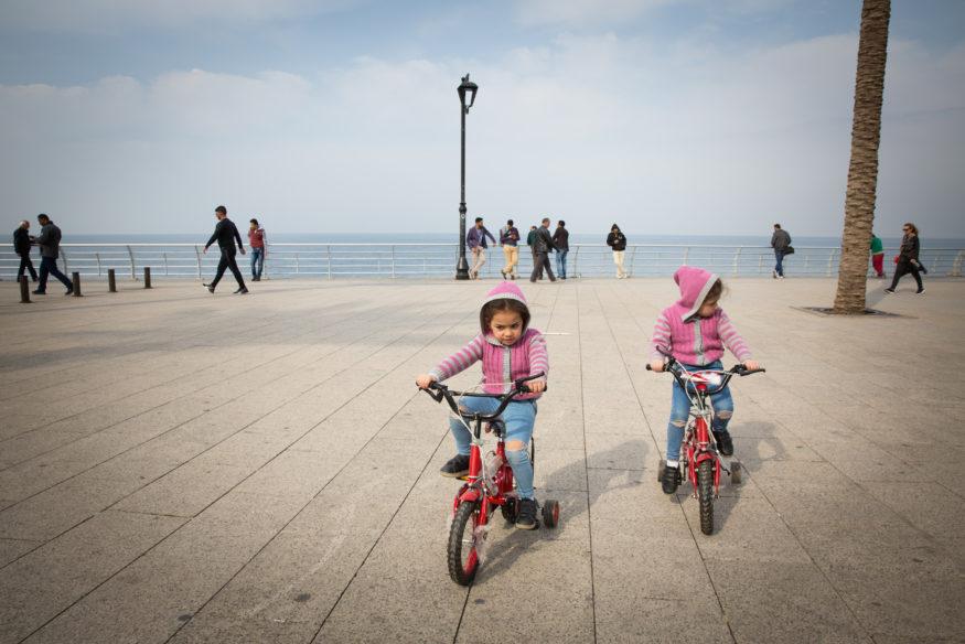 kleuters op de fiets in beiroet
