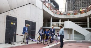 De opening van de fietsenstalling Stationsplein
