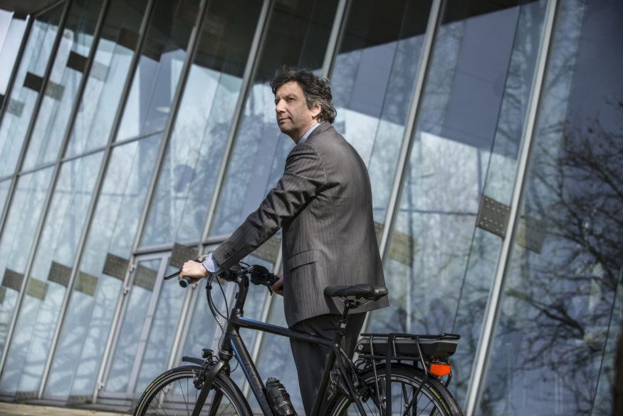 Fietser op een e-bike