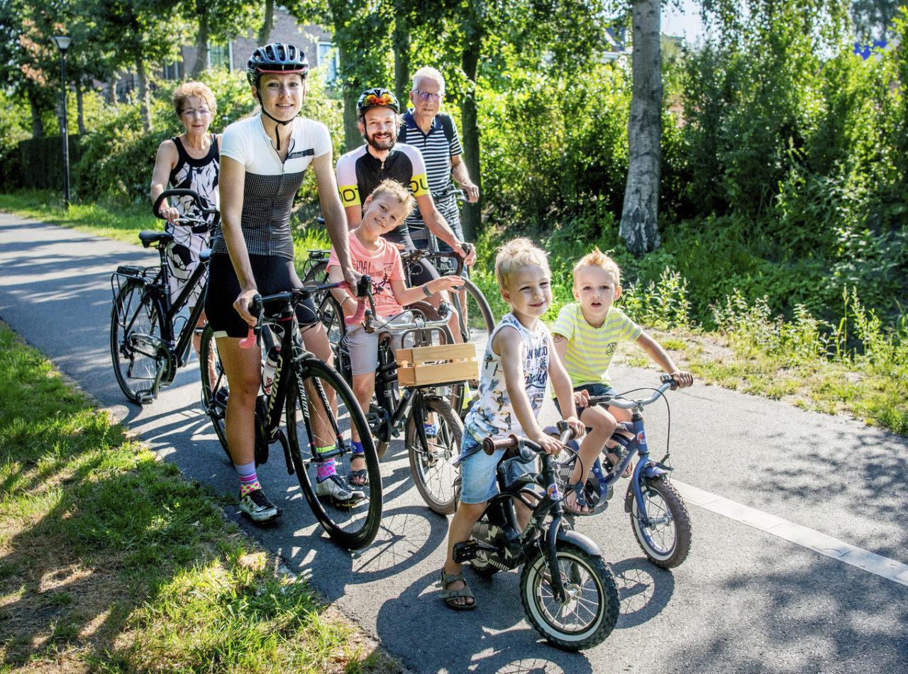 3 generaties van Van Dijk op de fiets