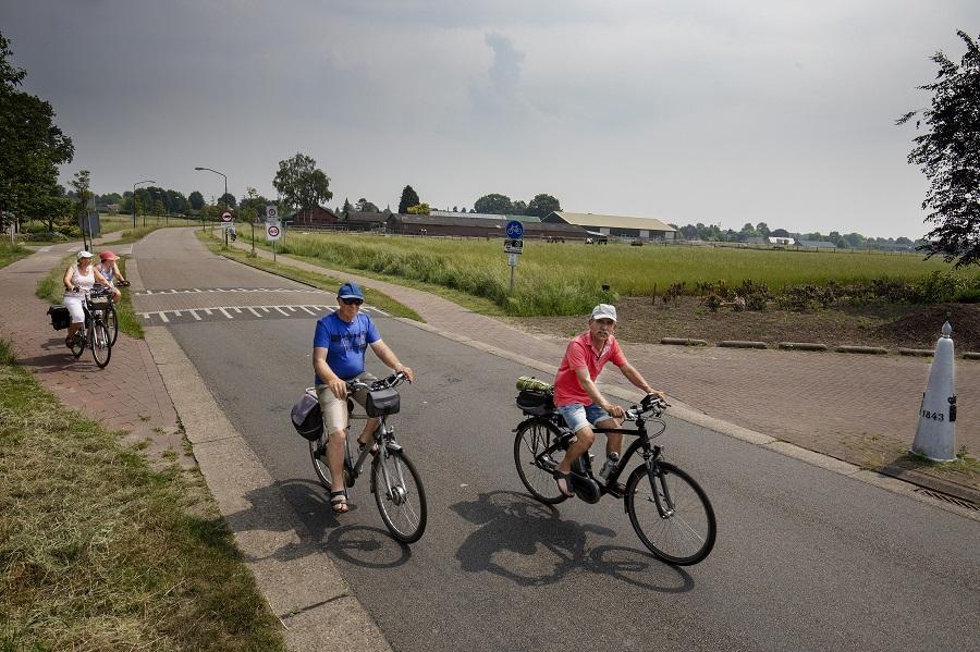 fietsers rijden Belgie binnen