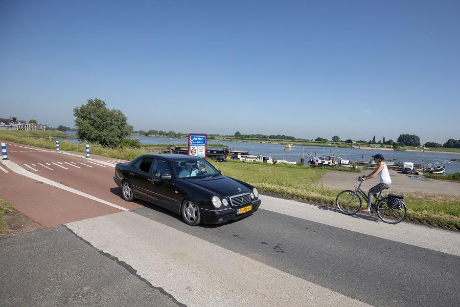 asfaltgrens op de Lekdijk