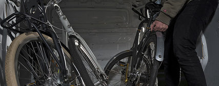 gestolen fiets in busje laden