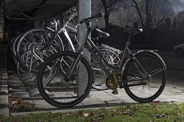 een fiets koud zetten. een gestolen fiets verplaatsen