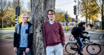 Studenten Falco Bentvelsen (l) en Twan de Nijs