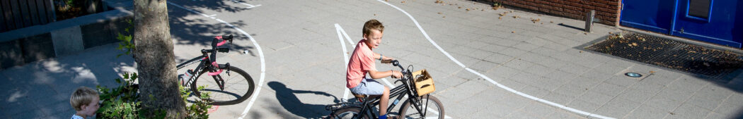 fietsende-schoolkind-24