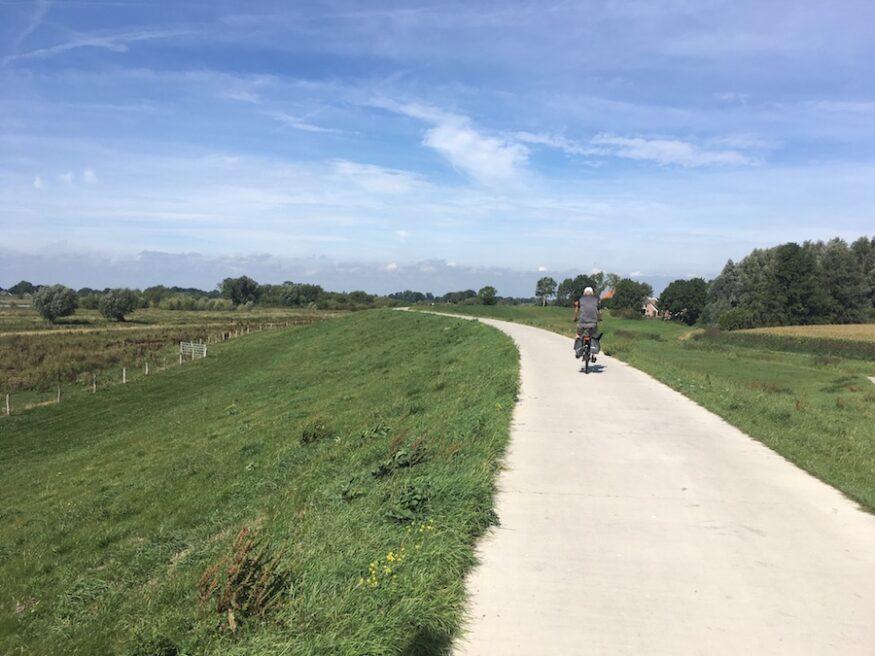Stille dijk langs de IJssel