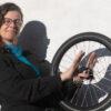 Portret van Marjolein van Dillen met fietswiel