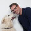 Portret van Fietsersbondlid Jan Hopstaken en zijn hond