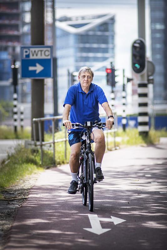 Oudere fietser Amsterdam Frans