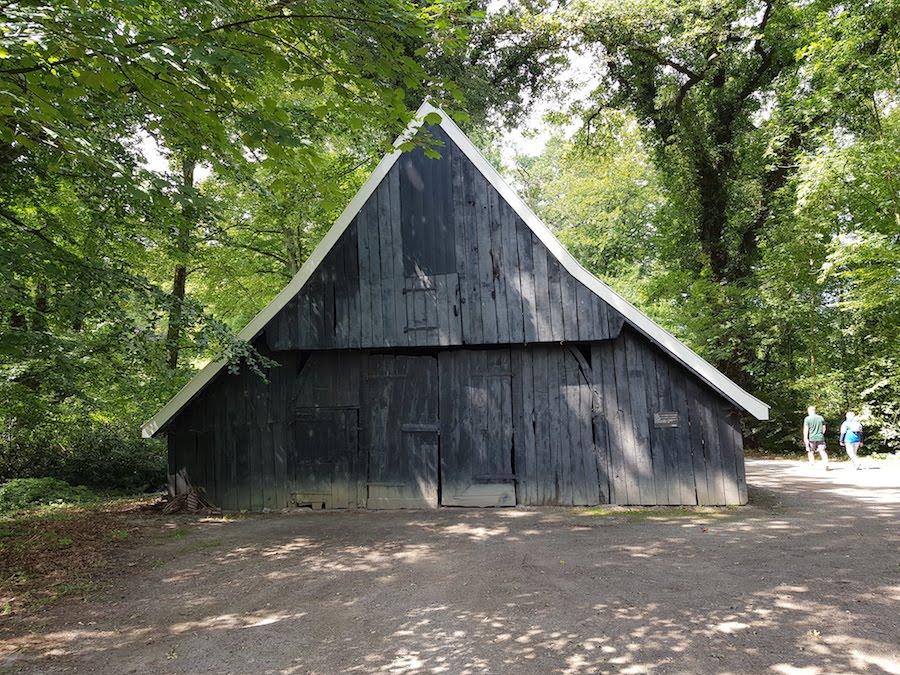 Vakwerkschuur uit 1750 in Abraham Ledeboerpark
