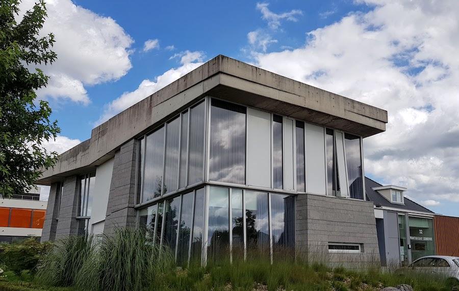 Tectoniek van architect Erick van Egeraat Met aangebouwde dokterspraktijk