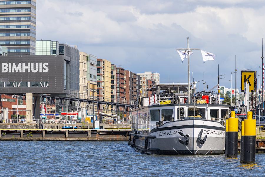 Schip De Holland voor het Bimhuis