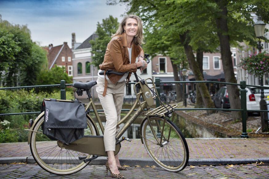 Portret op de fiets van Esther van Garderen