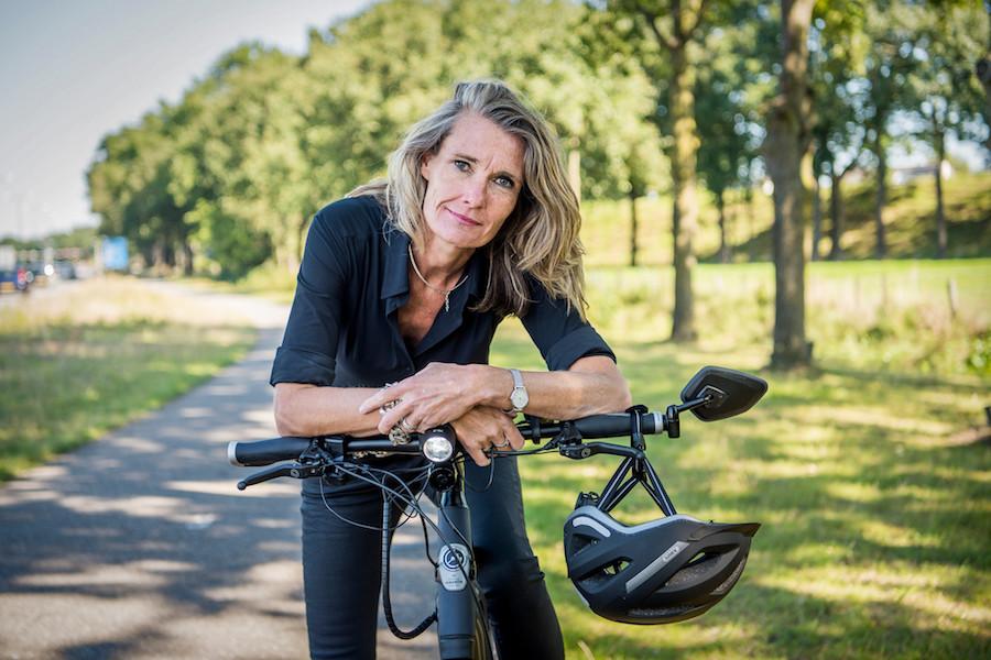 Esther van Garderen op speed pedelec