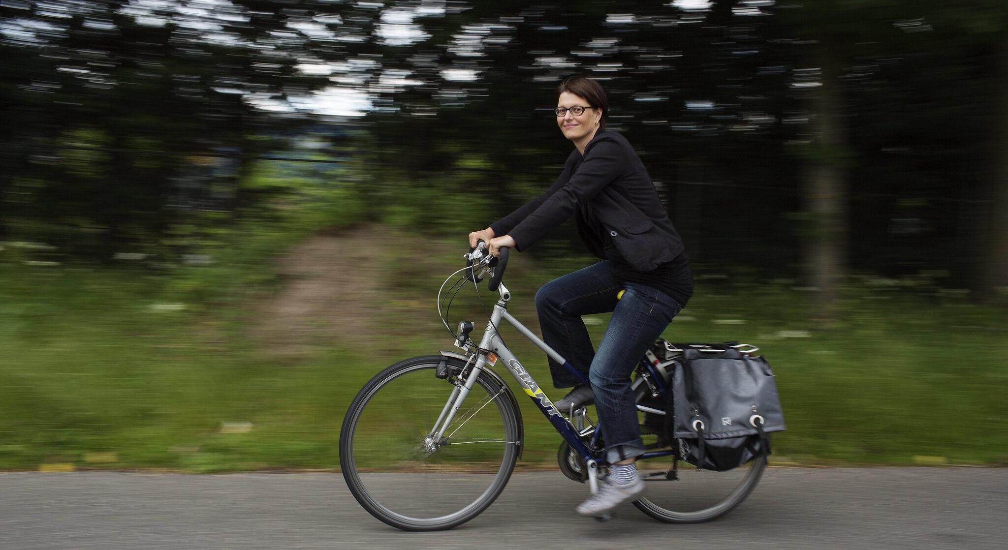 Saskia Kluit fietst