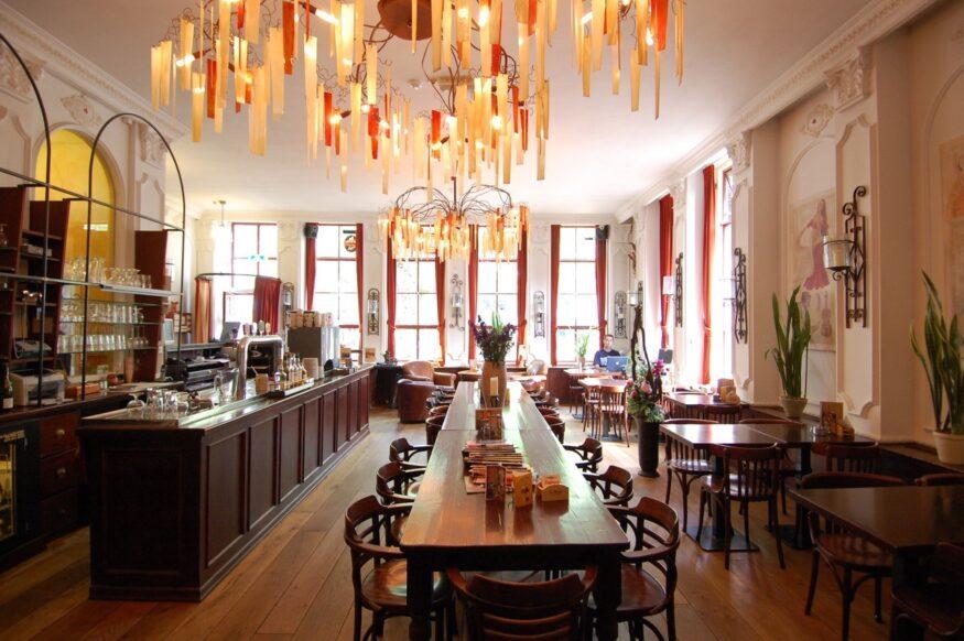 Hotel de Plataan, café