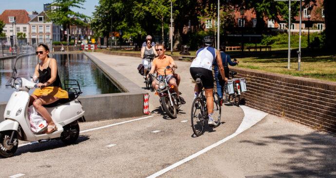 Omleiding in Amersfoort stuurt fietsers op muur af.