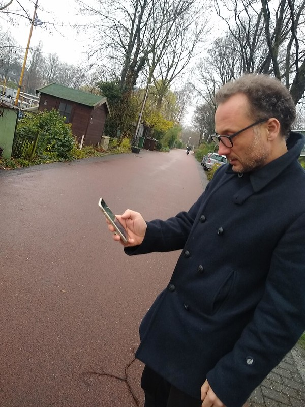 Jonas met GPS-tracker