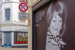 Advertentie voor muurschildering 'Het mirakel van Sint Waltrudis' (door Honet) in Mons