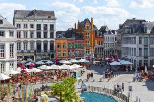 Grote Markt Mons, vol terrasjes