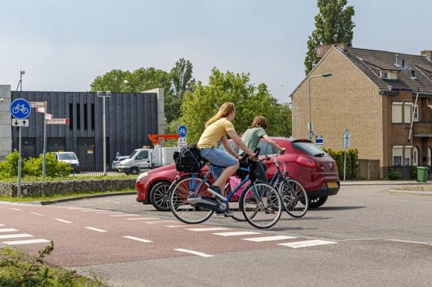 Fietsersbond vraagt aandacht voor onveilige bocht in Roermond