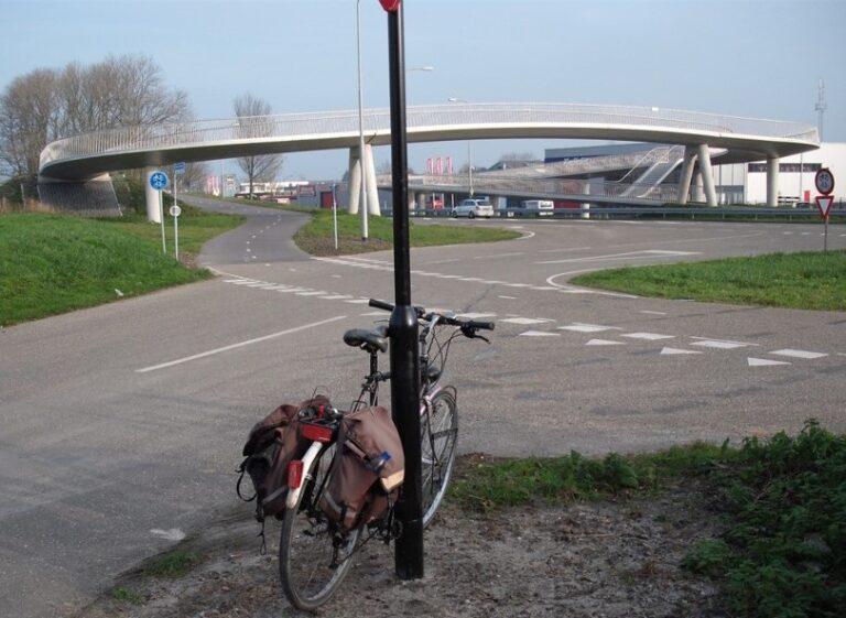 Fietsbrug, Fietskrul-N242-Stationsweg-242-in-Heerhugowaard