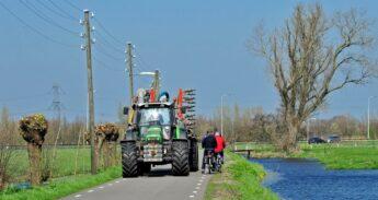 Landbouwverkeer in de polder