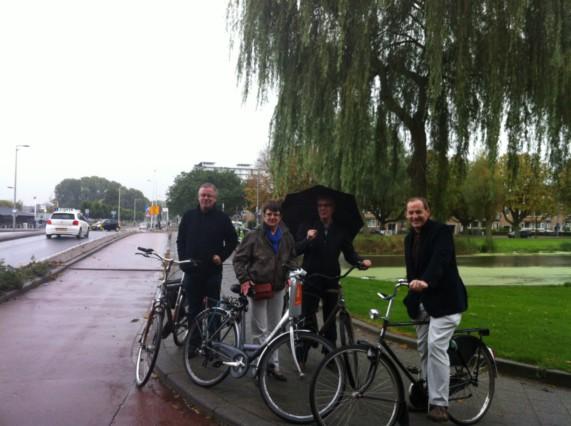 Fietstocht fietsersbond vlnr Willem Visser, Coby Jansen, Jan van der Schans en Jock Geselschap