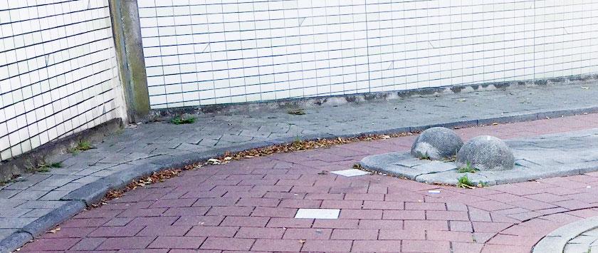 Zien fietsers deze obstakels bij Pompenburg Stroveer wel eens over het hoofd? Welke eisen stelt Rotterdam eigenlijk aan obstakels?