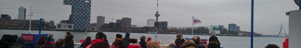Fietsers op pont Maas