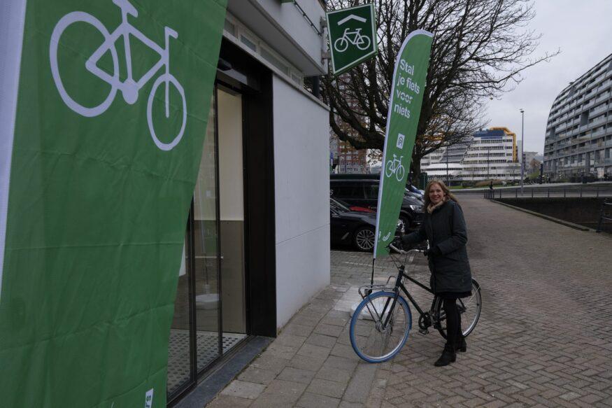 fietsenstalling_Hoogstraat-fotograaf-Ruud_Koppenol-01-scaled