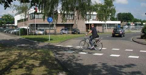 Een overstekende fietser