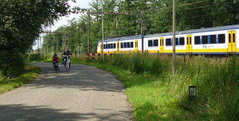 Deldenstraat rechtdoor over het spoor onderbroken