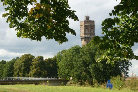 Zicht op de Watertoren van Delden over N346 heen