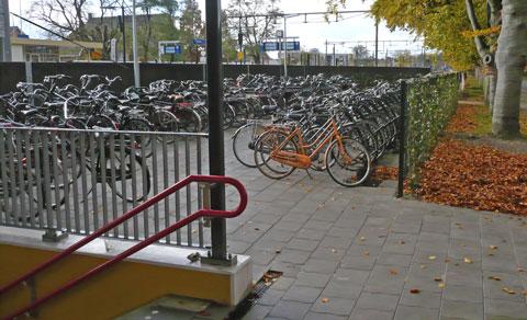 fietsen achter het station van Wierden