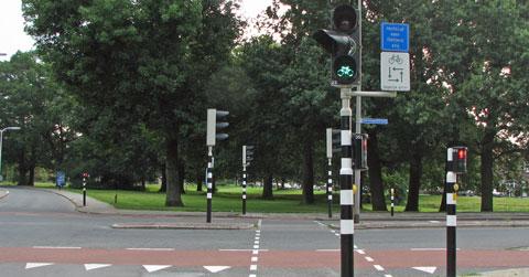 Verkeerslicht waarbij oranje licht is omgeklapt