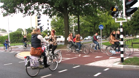 overstekende fietsers bij de Plesmanweg