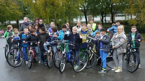 Leerlingen van de Telgenborch met hun fiets