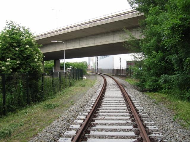 Het spoor ligt vele meters lager dan de Noorderbrug