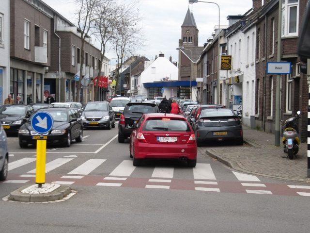 Vier rijen auto's en dan is het vol