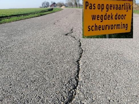 Foto 8: de wegbeheerder is aansprakelijk voor (letsel)schade ondanks alle gele borden