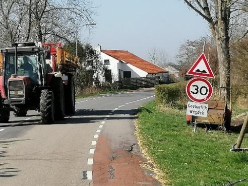 Foto 9: scheuren aan de wegrand in de fietsstrook