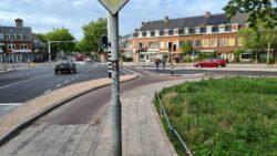 Rijksstraatweg Rechte banden overgang stoeptegels-asfalt (Klein)