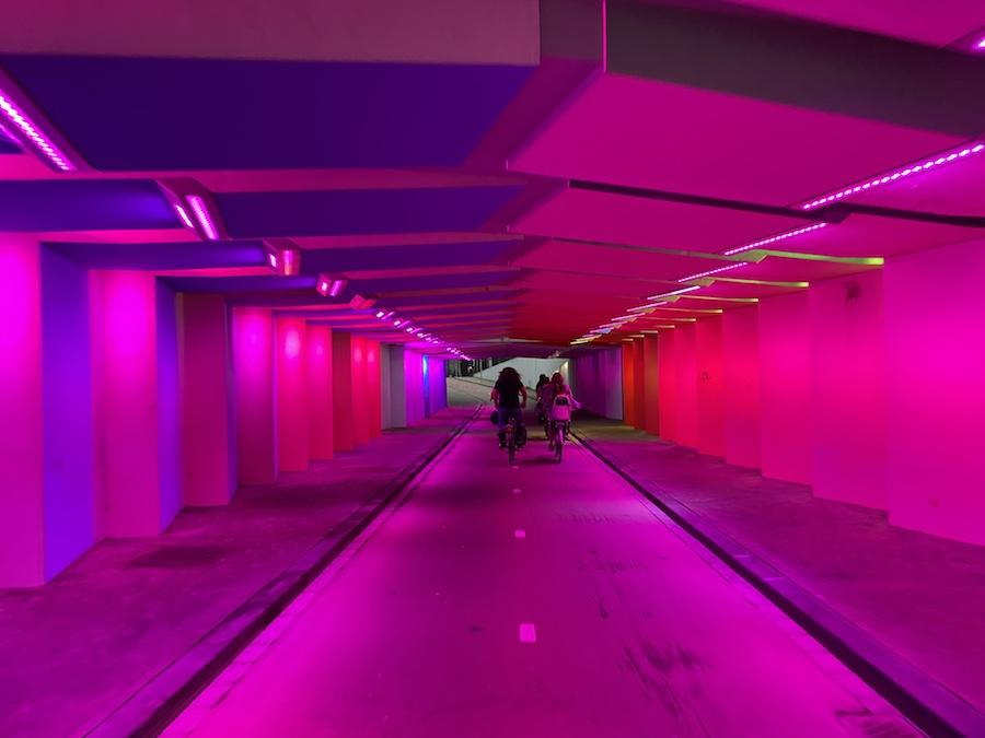 fietstunnel met lichtontwerp van lichtkunstenaar Herman Kuijer in Zutphen
